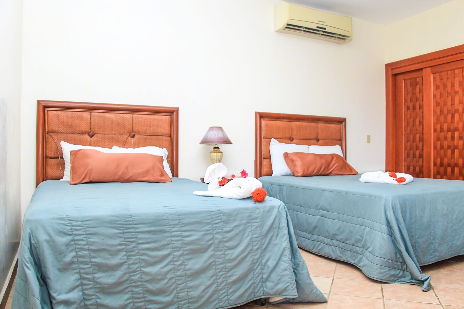 roatan quadruple room west bay hotel