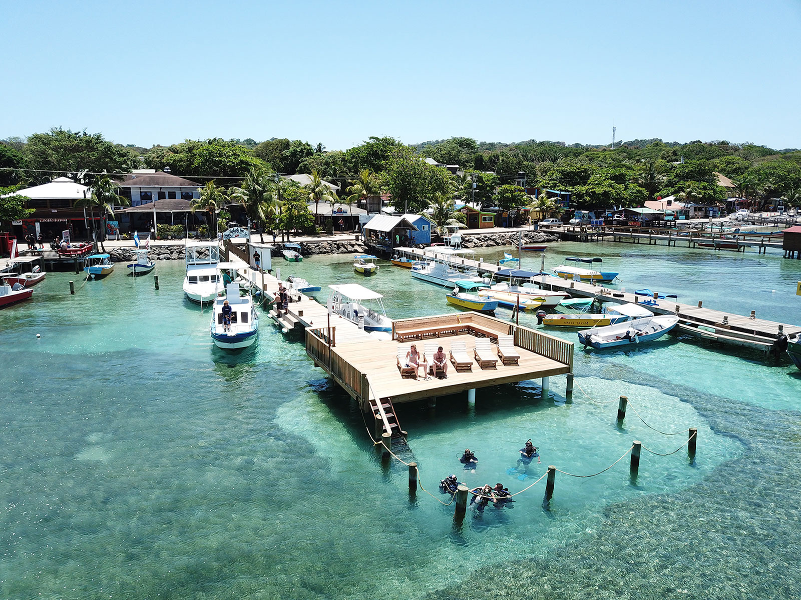 roatan west end splash inn diving dock