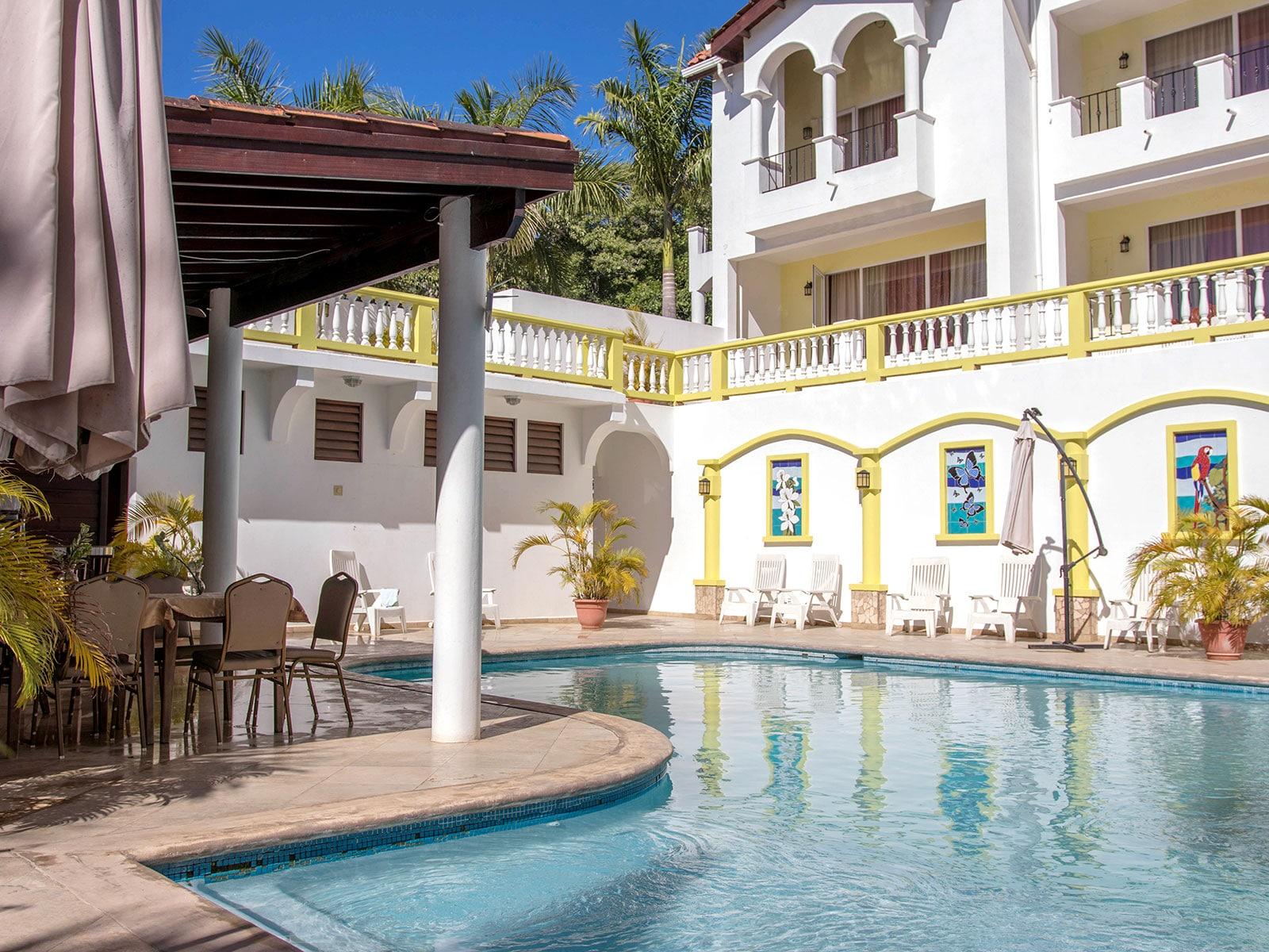 roatan west bay colonial pool